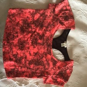 I'm selling this pick mixed with black crop top